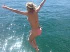 Luiza Possi pula de biquíni: 'Todo mundo é livre para se sentir bem'