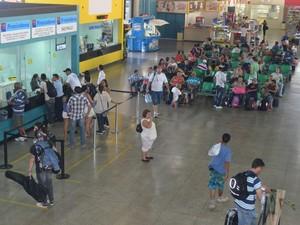 Movimento na rodoviária de Piracicaba se intensificou no fim da tarde (Foto: Thomaz Fernandes/G1)