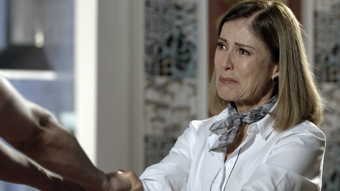 Suely recebeu ligação do filho e estranhou a voz dele (Foto: TV Globo)