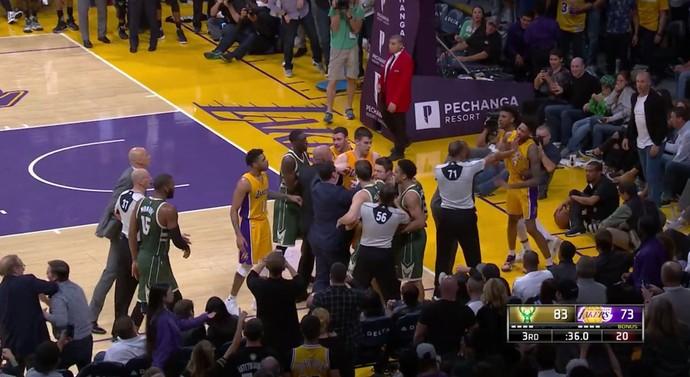 basquete nba confusão milwaukee bucks los angeles lakers (Foto: Reprodução / NBA)