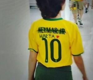 Fornecedora da seleção brasileira diz que envia camisas