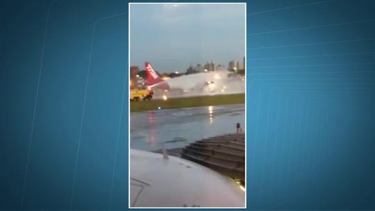Piloto pede paciência a passageiros que esperaram 2 h para sair de voo; vídeo