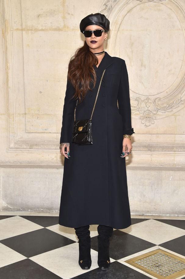Rihanna chega ao desfile de inverno 2018 da Dior, em Paris (Foto: Getty Images)