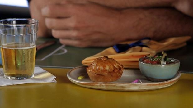 'Fominha': Empadinha do Cerrado: massa de baru com recheio de linguia e milho verde, da chef Ana Luiza Trajano (Foto: Reproduo GNT)