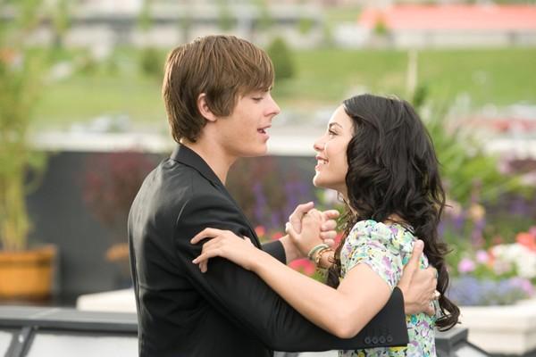 Zac Efron e Vanessa Hudgens em cena de 'High School Musical 3' (2008) (Foto: Divulgação)