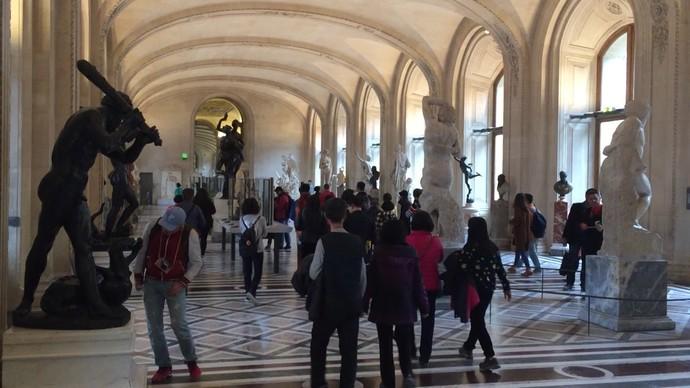 Acervo do Museu do Louvre conta com cerca de 35 mil obras de arte (Foto: TV Bahia)