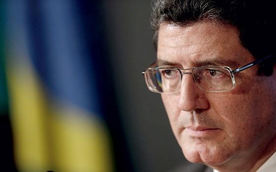 UMA QUESTÃO DE FUTURO  O ministro da Fazenda, Joaquim Levy. Sem estabilidade fiscal, ninguém investe (Foto: Eraldo Peres/AP Photo)