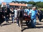 Corpo de idosa é sepultado na capital (Giancarlo Barzi/RBS TV)