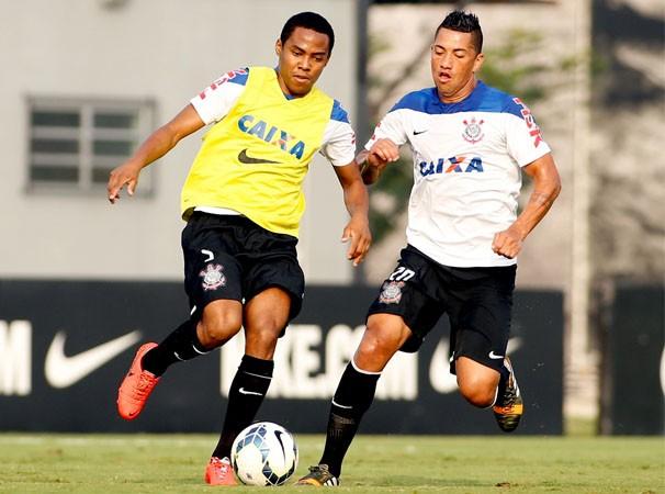 Elias e Ralf em treino do Corinthians (Foto: Rodrigo Coca / Agência Corinthians / reprodução globoesporte.com)