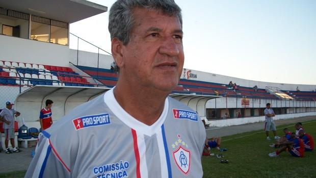 Dário Lourenço no comando do Itabaiana (Foto: Felipe Martins/GLOBOESPORTE.COM)