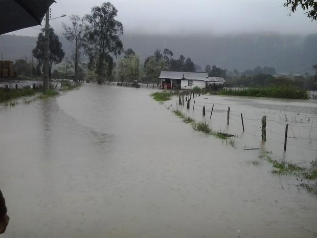 Bom Retiro, na Grande Florianópolis, registra pontos de alagamento (Foto: Fabricio Pereira/Arquivo pessoal)