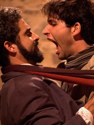 Peça relata a história amorosa entre Arthur Rimbaud e Paul Verlaine. (Foto: Divulgação/Assessoria)