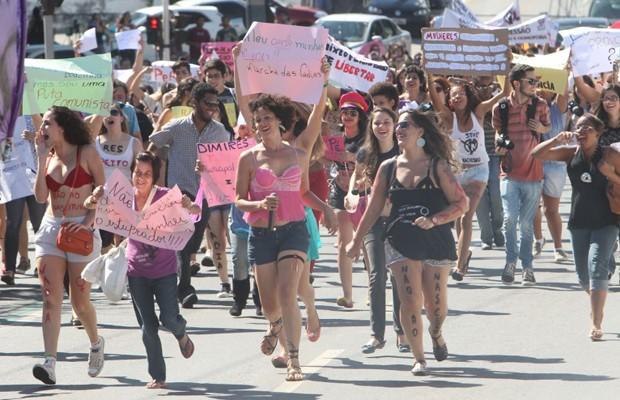 Marcha das Vadias reúne cerca de 200 pessoas em Goiânia (Foto: Diomício Gomes/O Popular)