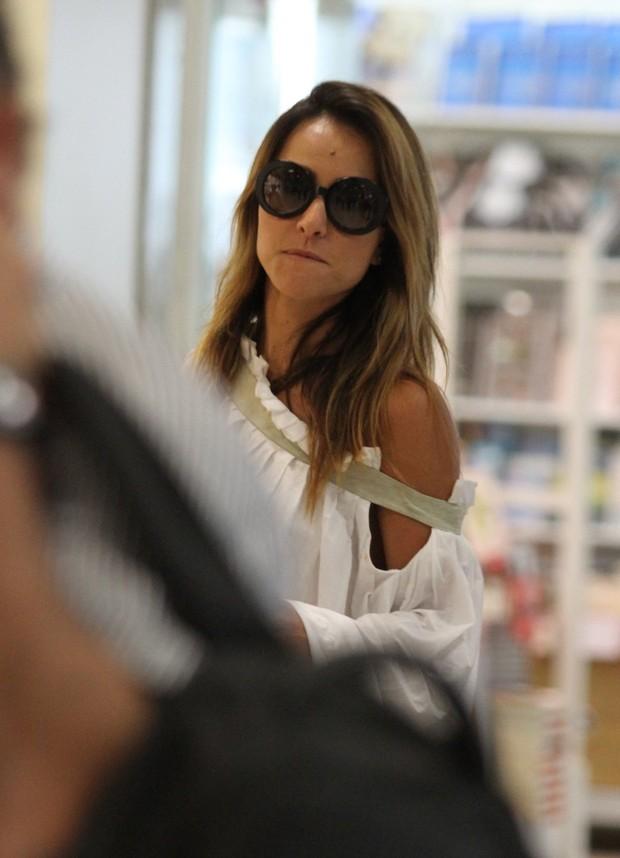 Sabrina Sato no aeroporto Santos Dumont (Foto: Henrique Oliveira / Foto Rio News)