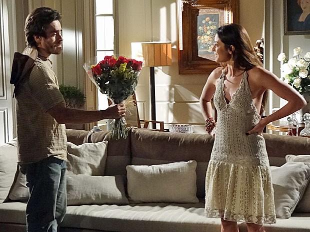 Tobias se arrepende e pede perdão a Jacira (Foto: Amor Eterno Amor/TV Globo)