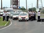 Taxistas protestam contra motoristas da Uber em Vitória