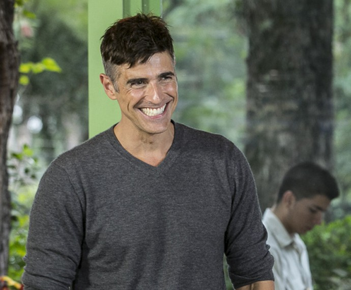 Nos bastidores do Estrelas, Gianecchini é só sorrisos ao falar da amiga (Foto: Inácio Moraes/Gshow)