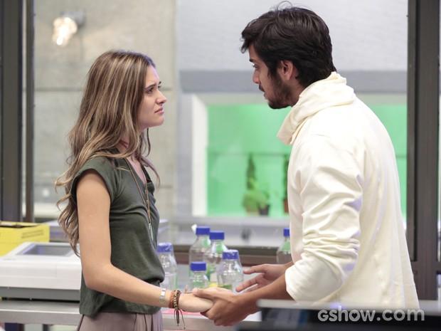 Marlon encoraja Lili a seguir com sua encenação e topar o plano de LC (Foto: Felipe Monteiro/TV Globo)