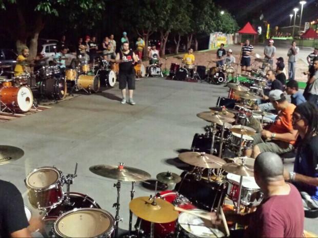 Grupo de bateristas se reúne para ensaio aberto ao público em Campo Grande (Foto: Arquivo Pessoal/ Maykon Scudeller)