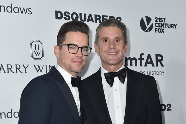 Matt Bomer e Simon Halls (Foto: Getty Images)