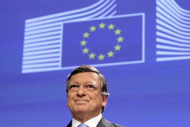 O presidente da Comissão Europeia, José Manuel Barroso, celebra a premiação em Bruxelas nesta sexta-feira (12) (Foto: AP)
