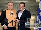 Premiê grego presenteia Ban Ki-moon com colete salva-vidas