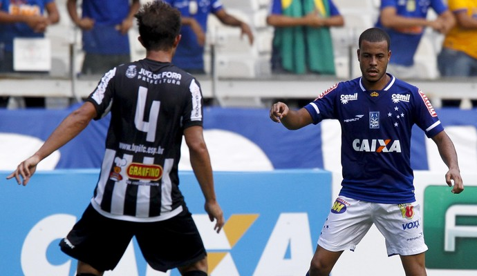 Mayke, do Cruzeiro, contra o Tupi-MG (Foto: Washington Alves/Light Press)