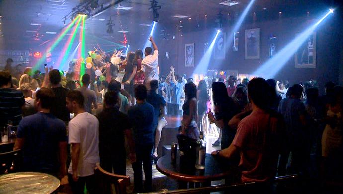 Mesmo durante a semana, as baladas tem lotado de gente louca por festa (Foto: Divulgação / TV Gazeta ES)