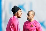 Ainda sem alta médica, Neymar volta a treinar com elenco do Barcelona