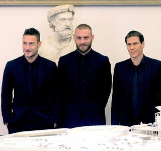 Totti e DeRossi apresentação novo estádio do Roma (Foto: AP)