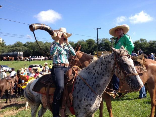 Cavalgada é realizada ha dez anos e antecede a Exposição Agropecuária de Londrina (Foto: Vanessa Navarro/RPC)