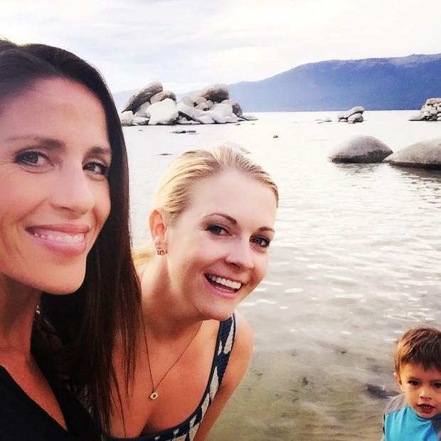 Soleil Moon Frye (Punky) e Melissa Joanhart (Sabrina) (Foto: Reprodução/ Instagram)
