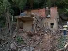 Prefeitura de Vila Velha começa a desocupar morro após pedra rolar