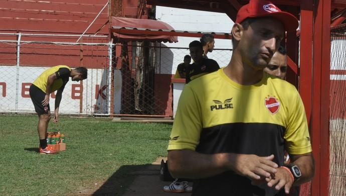 Christian Lauria, auxiliar do Vila Nova (Foto: Guilherme Gonçalves/GloboEsporte.com)