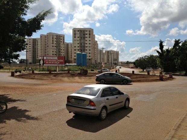 Cruzamento das avenidas Rio Madeira e Tiradentes recebe obra de implantação de semáforo, em Porto Velho (Foto: Halex Frederic/G1)