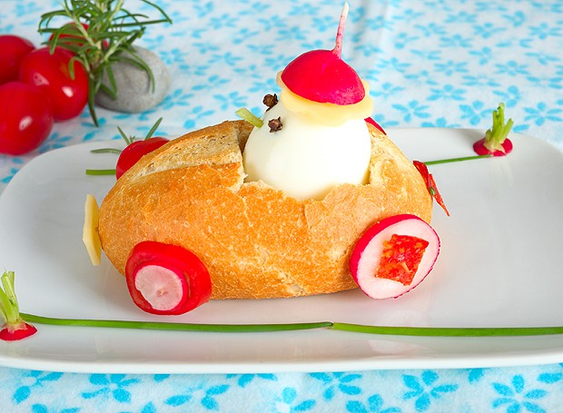 Que tal inserir ovo cozido na dieta do pequeno? É só montar um carrinho de pão para ele (Foto: ThinkStockPhotos)