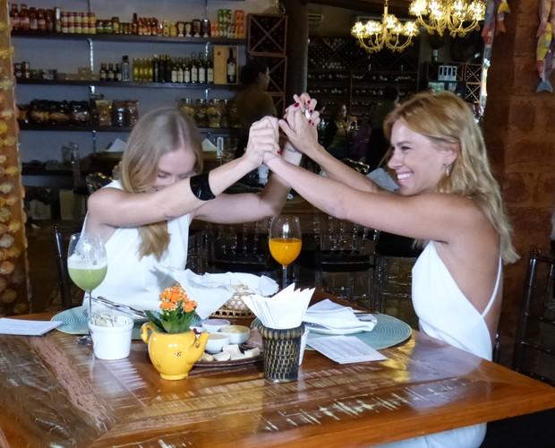 As duas comemoram antecipadamente o aniversário da apresentadora (Foto: Paula Santos / Gshow)