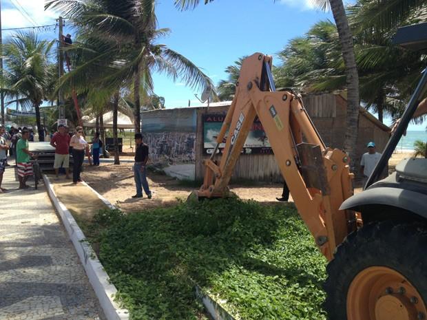 Bar do Surfista é demolido após 30 anos de funcionamento  (Foto: Walter Paparazzo/G1)
