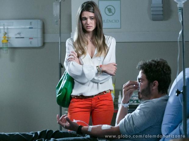 William pressiona Lili para saber se ela estava o perseguindo (Foto: Felipe Monteiro/TV Globo)