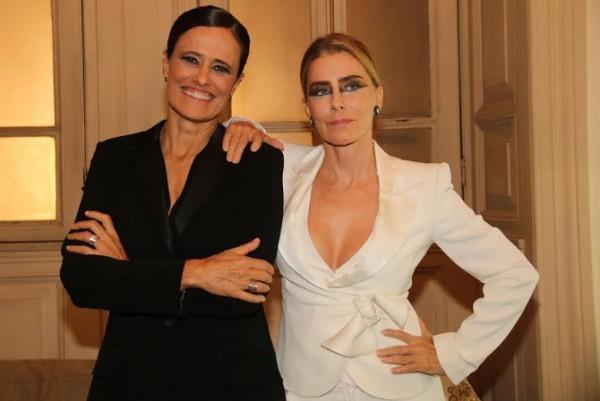 Zélia Duncan e Maitê Proença, as apresentadoras da cerimônia, nos bastidores do Municipal do Rio  (Foto: Ag News)