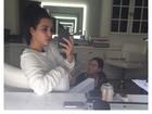 Em foto rara, Kim Kardashian aparece sem maquiagem