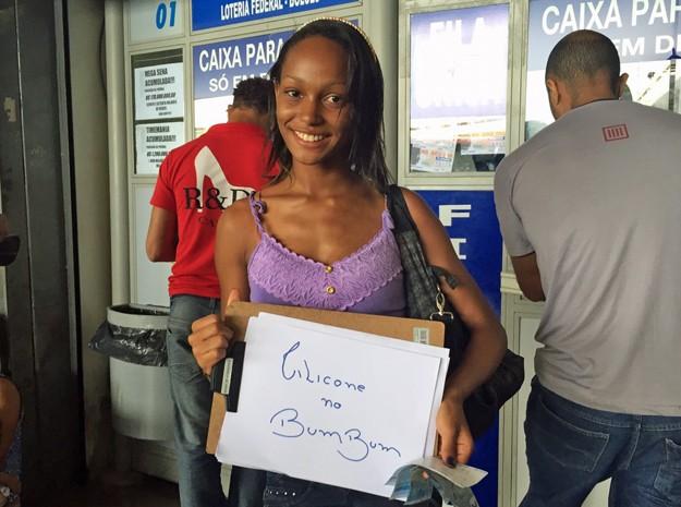 A estudante Jully Ferreira, de 20 anos, colocará silicone no bumbum caso ganhe prêmio da Mega-Sena (Foto: Jéssica Nascimento/G1)