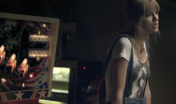 Do country ao rap! Em 2012, Taylor Swift fez parceria com o rappper B.O.B. (Foto: Reprodução)