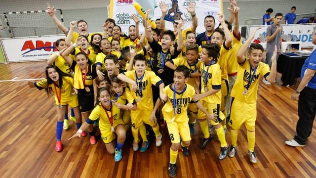 c636b56c2804a Emoções finais da 13ª Copa TV Tribuna de Futsal Escolar (Foto  José ...