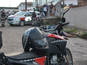 Adolescente foi morto a tiros no Alto do Mateus, em João Pessoa  (Foto: Walter Paparazzo/G1)