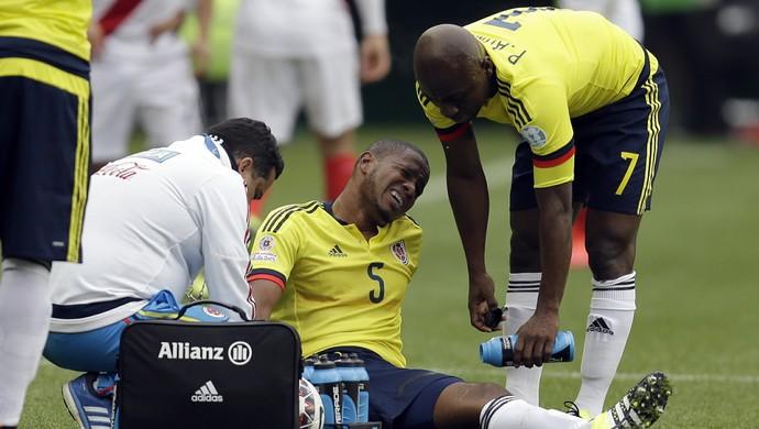 Valencia Colômbia x Peru (Foto: AP)