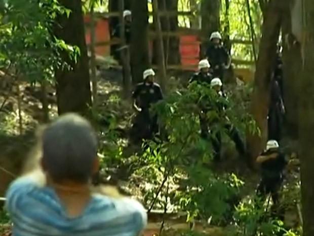 Policiais entraram em confronto com moradores em Osasco (Foto: Reprodução/TV Globo)