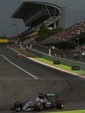 Fórmula 1 Sebastian Vettel Ferrari Lewis Hamilton Mercedes treino GP da Espanha (Foto: AP)