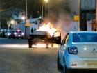 Fogo deixa carro parcialmente destruído em São Francisco do Sul