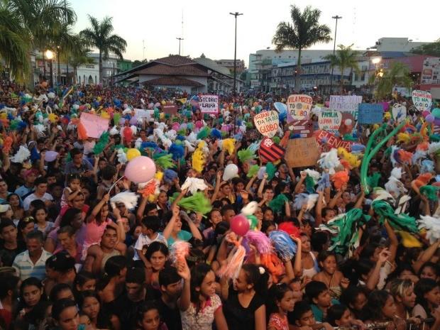 Cruzeiro do sul vitória dança da galera  (Foto: Genival Moura/ G1)